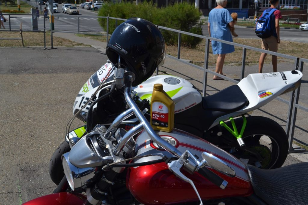 Idemitsu и мотоцикл