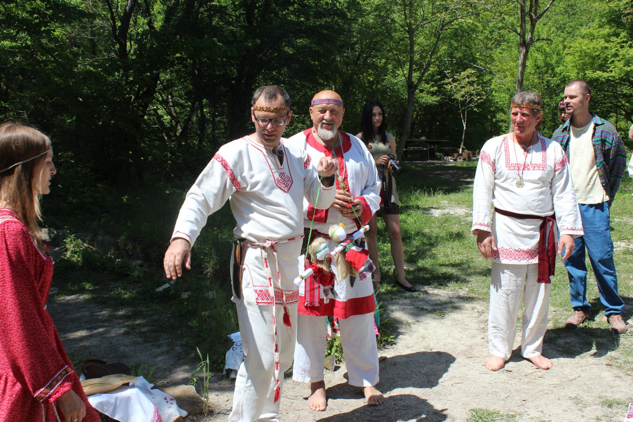 члены общины Покон Рода