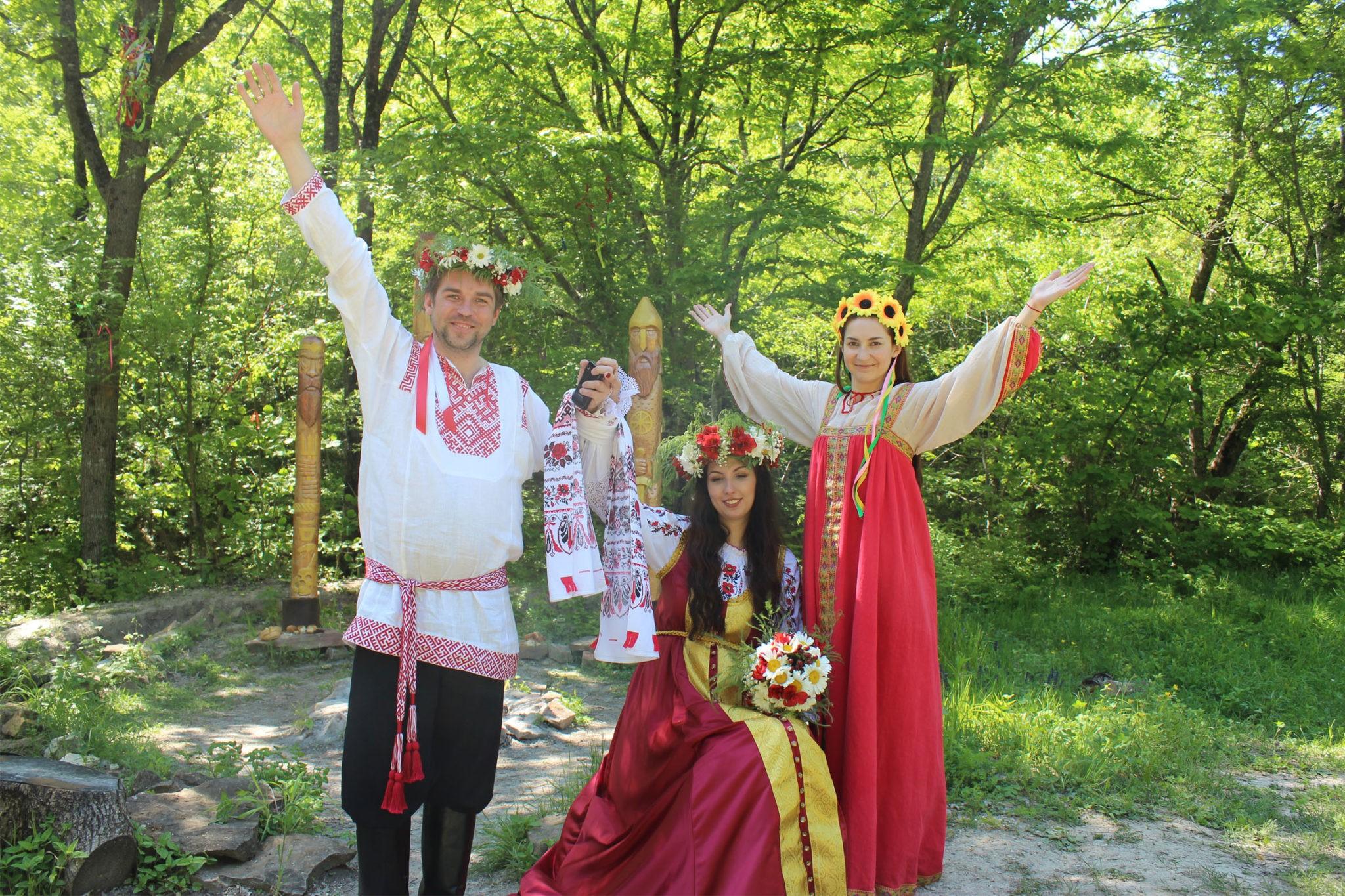 славянские костюмы